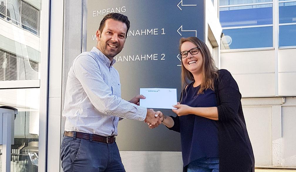 Thomas Erni und die Gewinnerin unseres Schega-Wettbewerbs.