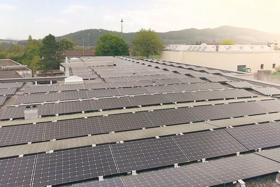 Eine Solaranlage auf dem Dach.
