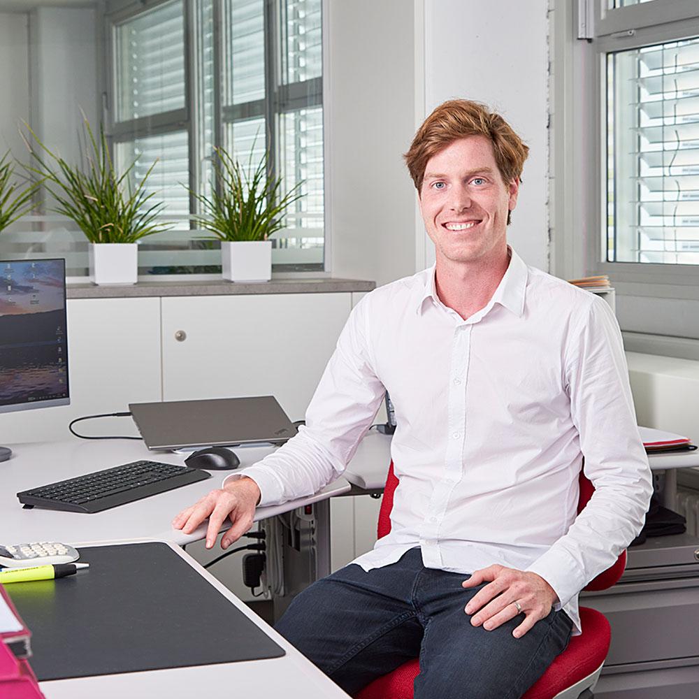 David Kronig an seinem Arbeitsplatz