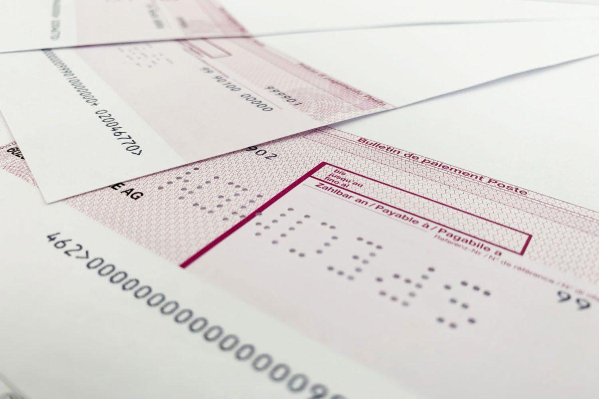 Mehrere Post-ASR integriert in einem Briefpapier aufgefächert zur Ansicht.