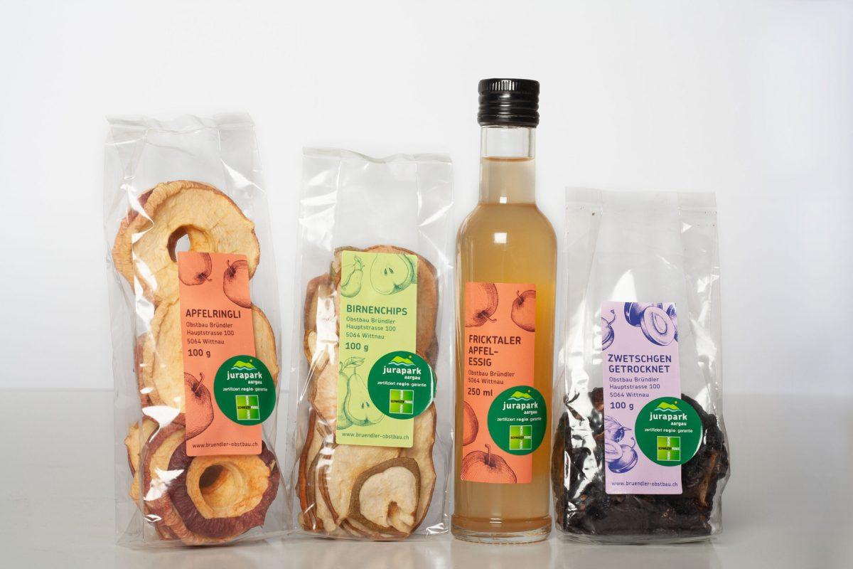 Produktetiketten aus einer zusammengehrörenden Produktserie von Obst.